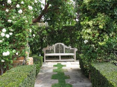 Скамейка в английском саду